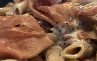 Penne al Farro Prosciutto Crudo e formaggio Salato